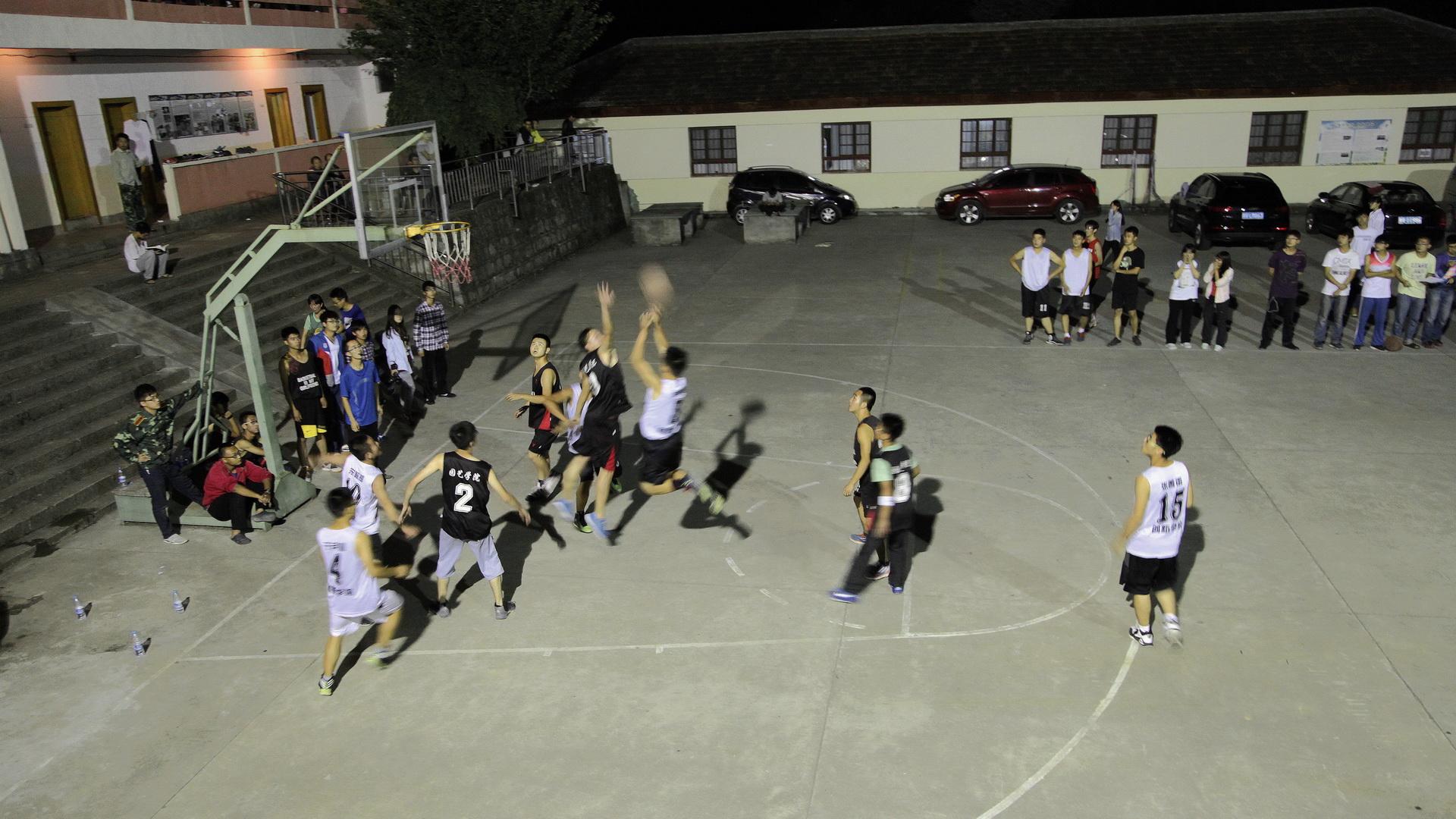 男生篮球友谊赛